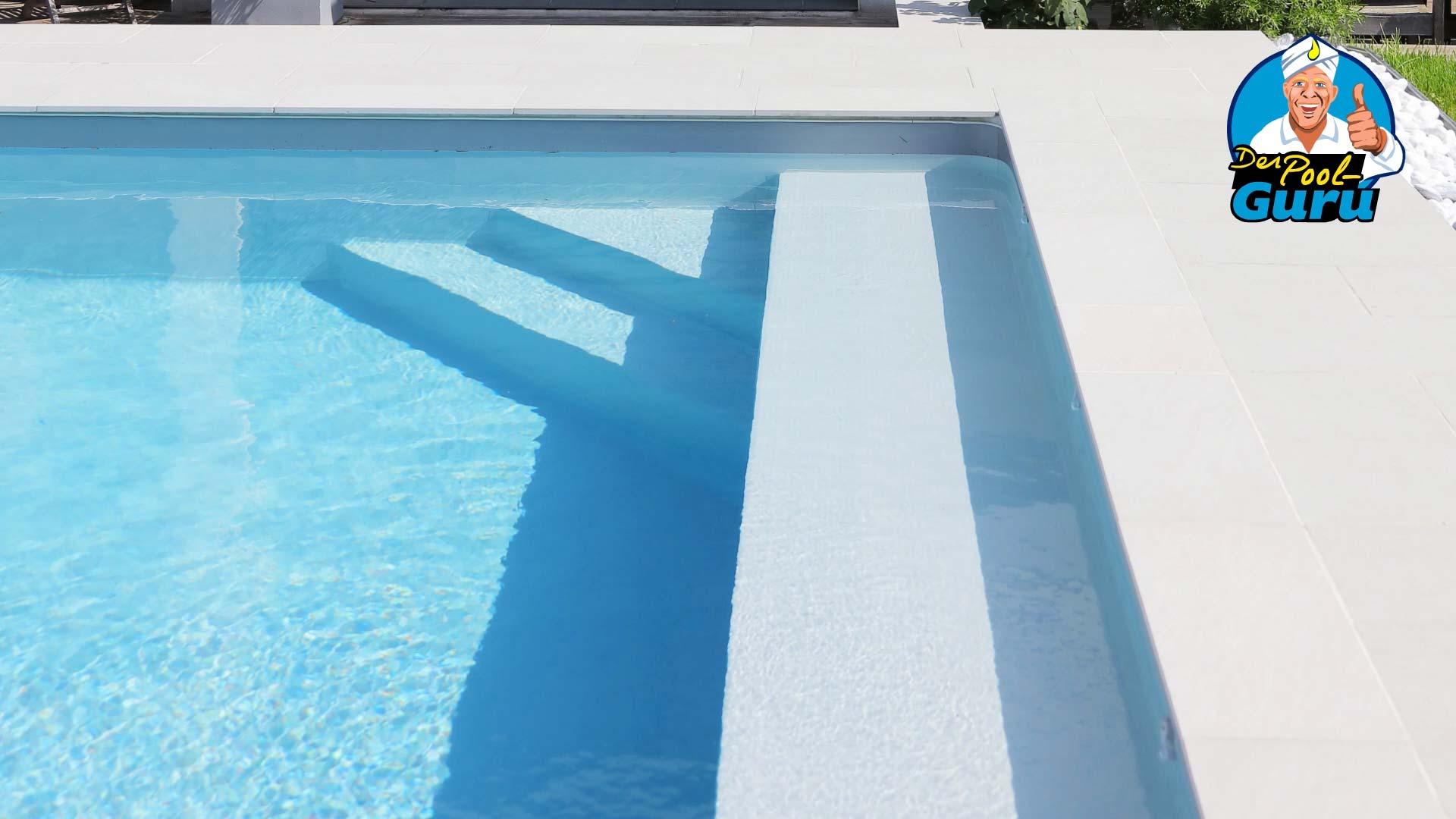 Pool Treppe innenliegend und Ruhezone