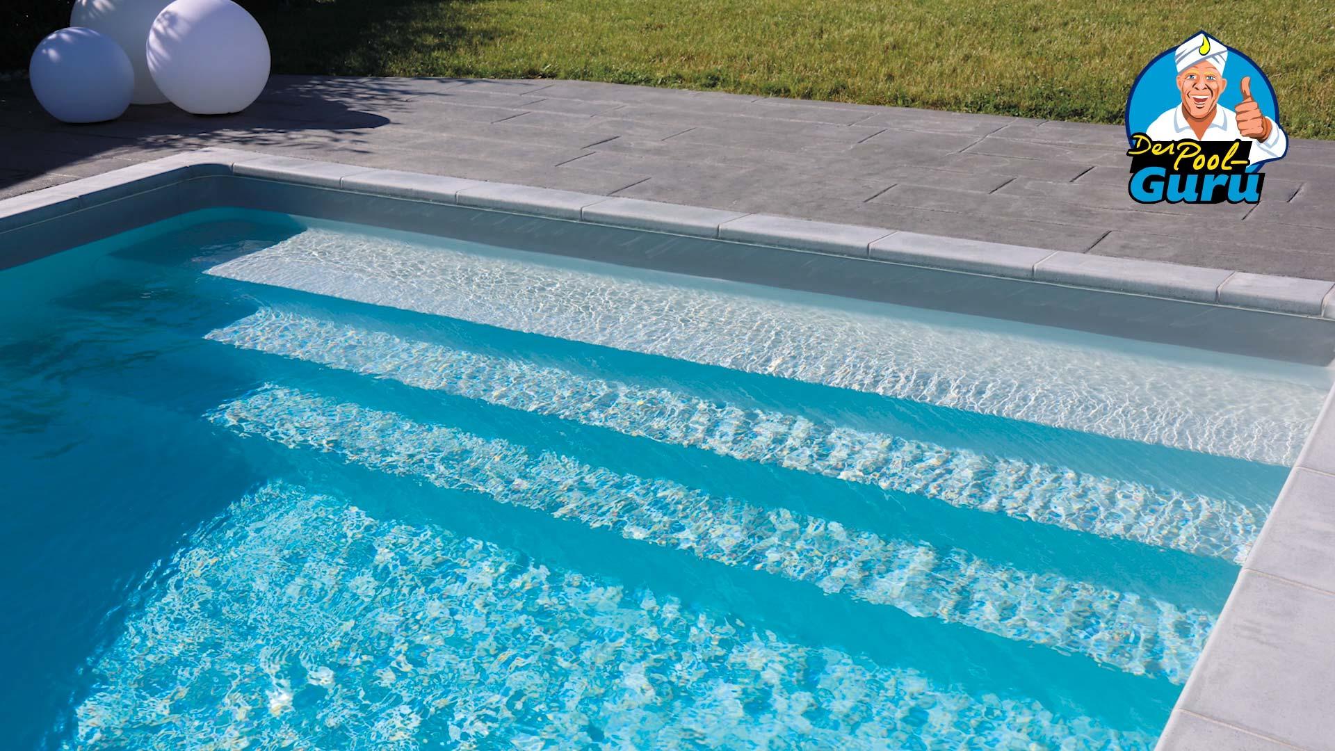 Pooltreppe gesamte Breite mit sehr breiter erster Stufe
