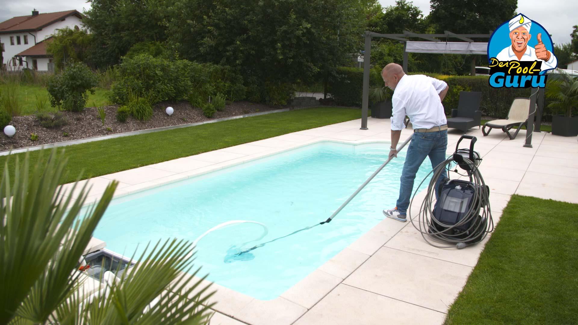 Swimmingpool automatisch reinigen