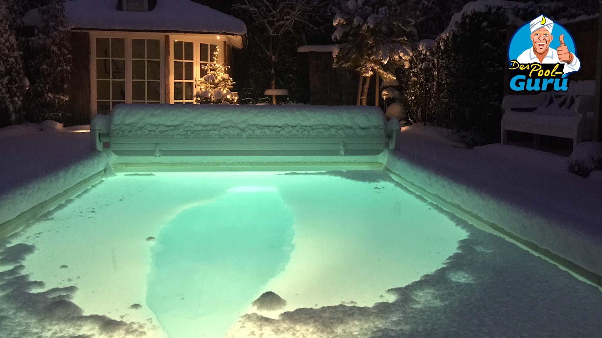 aktiver Swimmingpool im Winter
